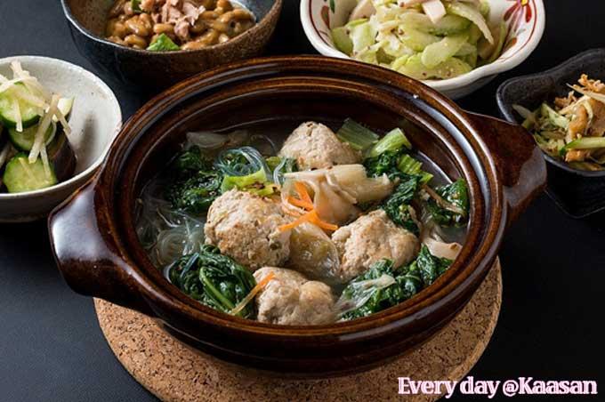寒いときには鍋が一番ですね!スープはどの味にしますか?